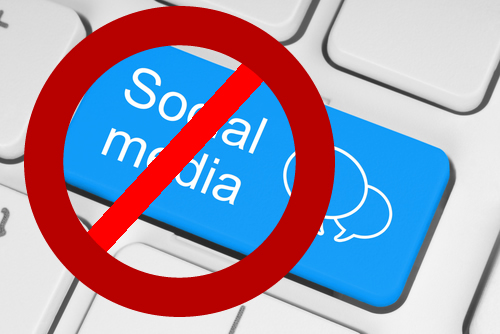 essays on social networking sites The pros and cons of social media  social networking sites do not pose a danger or threat to anyone  essays related to the pros and cons of social media 1.